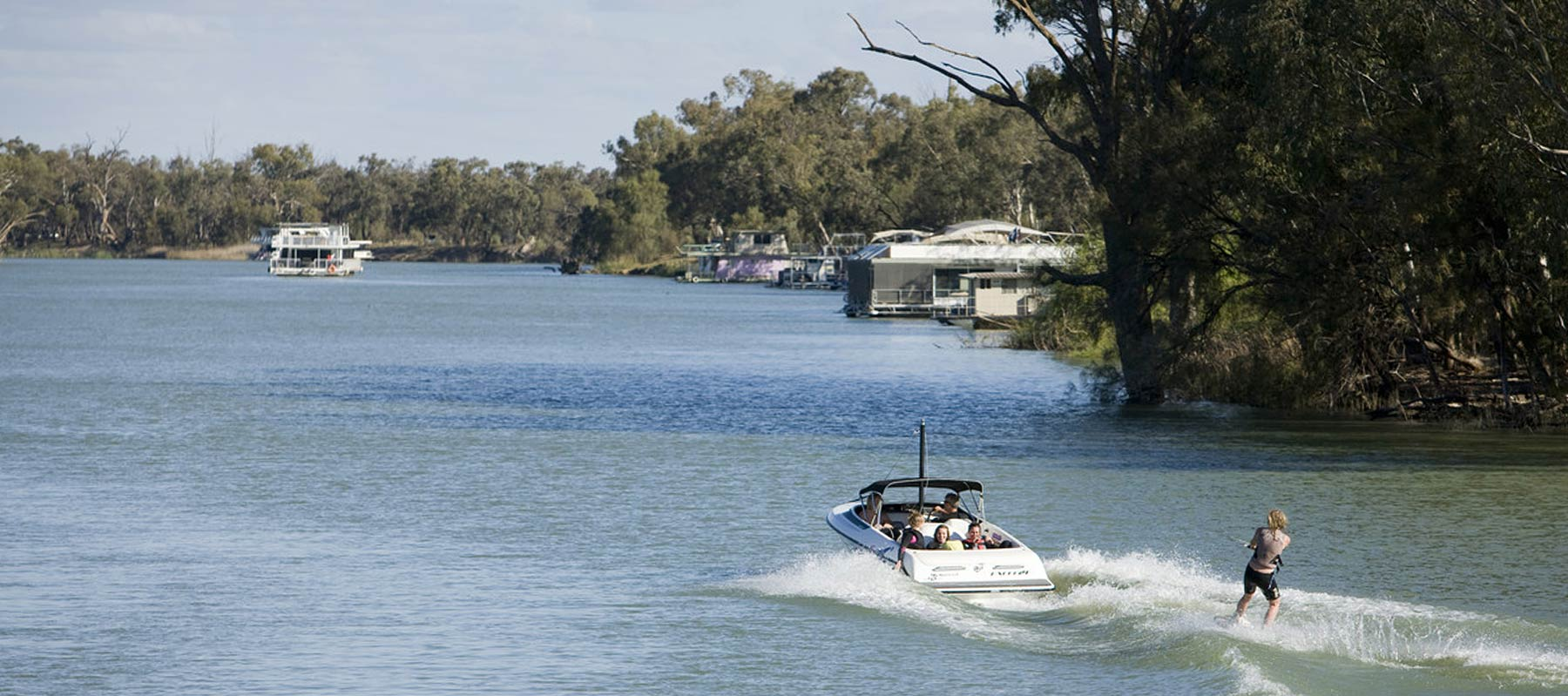 Waterskiing and wakeboarding in Echuca Moama